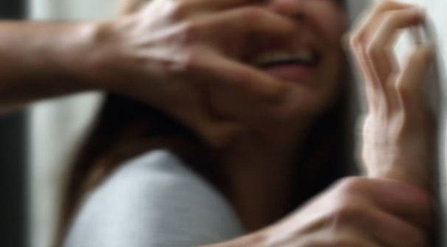 Asansörde bayılttığı komşusunu eve götürüp tecavüz etti