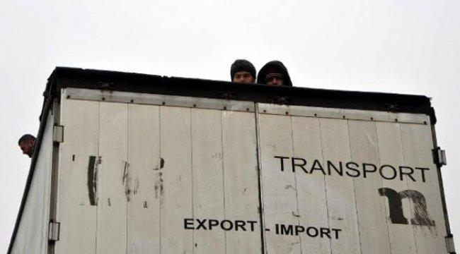 TIR arıza yapınca, içindeki Suriyeli kaçaklar yakalandı