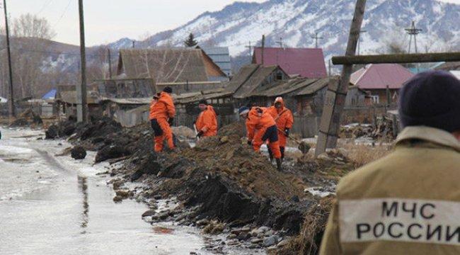 Sibirya'da sel: Binden fazla kişiye tahliye!