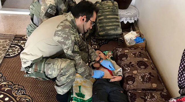 Terör örgütü YPG/PKK'nın elinden kurtarılan sivillere sağlık hizmeti