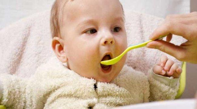 6 aylık bebek gelişimi nasıl olur? Bebeğime ne yedirmeliyim?