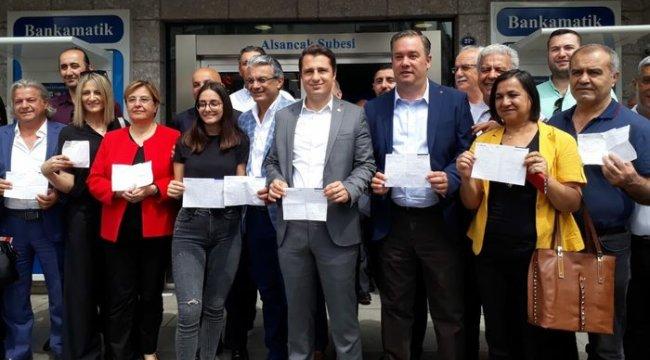 İzmir'de CHP'lilerden İnce'nin kampanyasına bağış