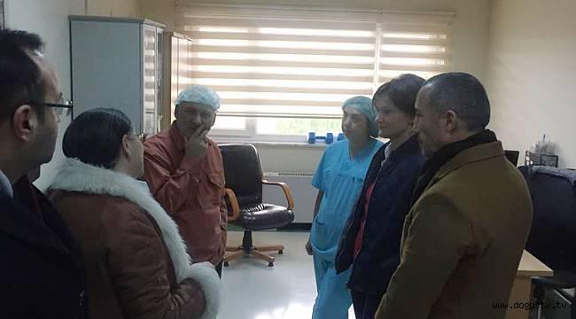 CHP İl Başkanı Canan Kaftancıoğlu ve Kartal Belediye Başkanı Altınok ÖZ  alacaklarını tahsil edemediği için kendisini yakan işçiyi ziyaret etti
