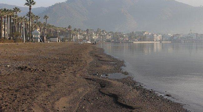 Marmaris'te deniz çekildi, vatandaşlar tedirgin oldu