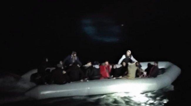 11'i çocuk 34 kaçak göçmen lastik botta yakalandı