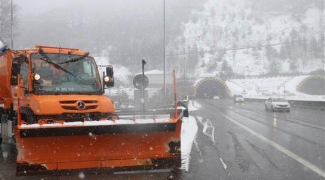 Bolu Dağı'nda kar yağışı sürüyor
