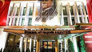 İmamoğlu'nun astırdığı Türk bayrağı ve Atatürk posterleri indirildi!