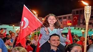 Maltepe'de 100 yıla meşaleli yürüyüş