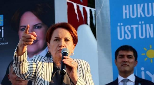 İYİ Parti Genel Başkanı Meral Akşener, Kartal'da kahvaltılı toplantıda vatandaşlarla bir araya geldi.