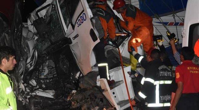 Son dakika! TIR, kamyon, minibüs... Feci kazada 2 kişi öldü, 16 kişi yaralandı.