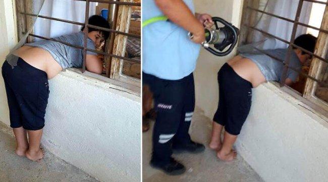 Mersin'de demir korkuluğa sıkışan çocuğu itfaiye kurtardı