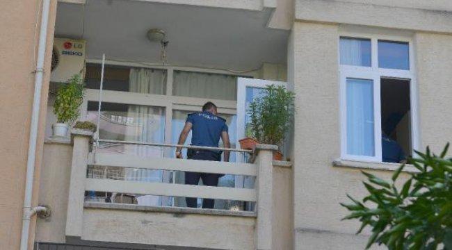 Oğlu yaptığı menemeni beğenmeyen anne balkondan atladı