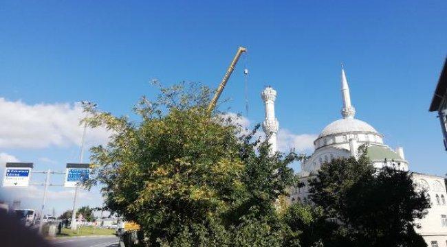 5.8'lik depremde bir kısmı yıkılmıştı! Minarenin geri kalan kısmı da sökülüyor
