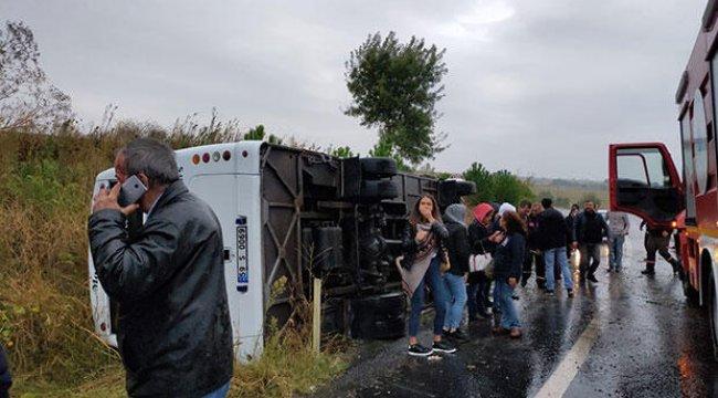 Tekirdağ'da servis minibüsü devrildi: Yaralılar var