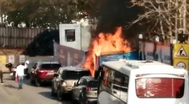 Kadıköy'de lüks araba bir anda bomba gibi patladı!