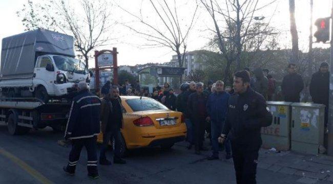 Son dakika... Güngören'de trafik kazası, tramvay seferleri aksıyor