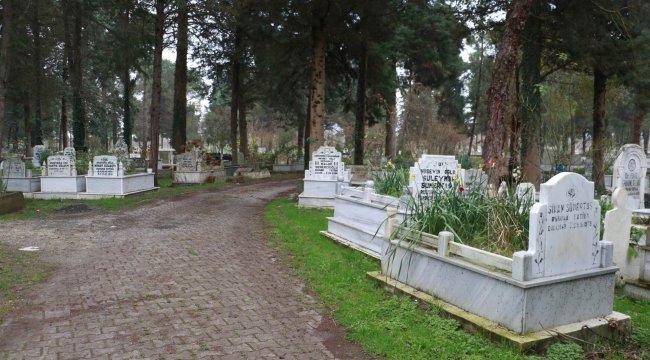 Yönleri farklı mezarlar şaşırtıyor! 'Ters görünüyor ama...'