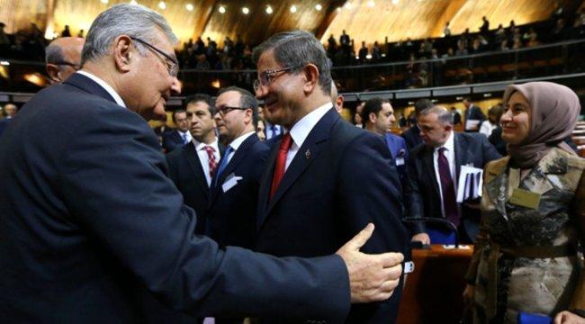 Ahmet Davutoğlu, Deniz Baykal ile bir araya geliyor