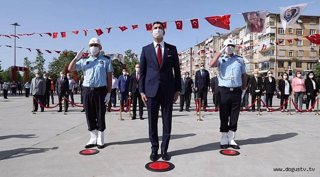 Başkan Gökhan Yüksel'den Atatürk Anıtı'na Çelenk