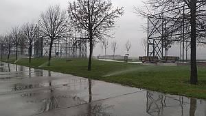 Pendik'te yağmurlu havada fıskiyelerin çalıştırılmasına tepki