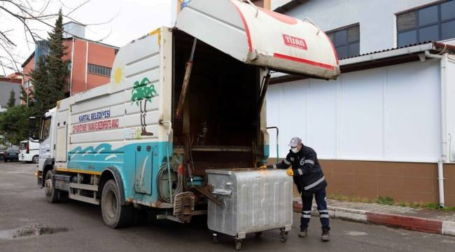 Kartal Belediyesi Temizlik Hizmetlerine 'Tam Kapanma'da Hız Kesmeden Devam Ediyor