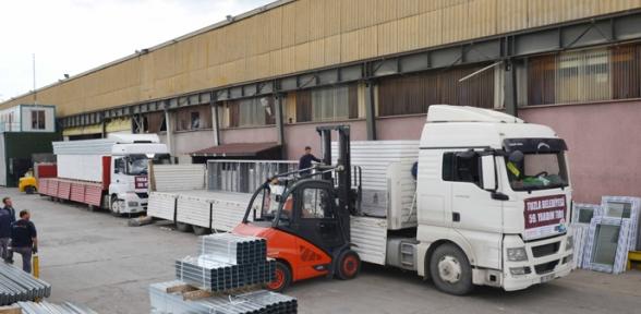 Tuzla Belediyesi Suriyeli Sığınmacılara 60 cı Yardım TIR ını Gönderdi
